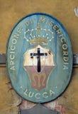 徽章Arciconfraternita di Misericordia二卢卡,意大利的 免版税库存图片