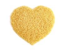 心形从甘蔗顶视图的糖,黄褐色背景的砂糖,蔗糖糖,红色糖 库存图片