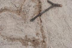 心形在沙子 免版税库存照片