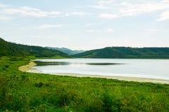 心形的天堂湖 免版税库存图片
