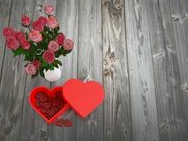 心形的巧克力箱子和花瓶 免版税库存图片