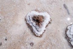 心形的盐水晶撒拉族de Uyuni秀丽  库存图片