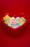心形的糖果盘垂直 免版税库存图片