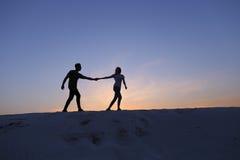 心脏、人和女孩的两个恋人有乐趣和连续Th 库存图片