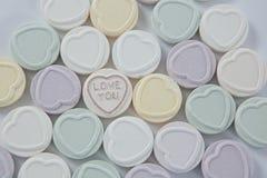 心脏与文本的形状糖果店我爱你 免版税图库摄影