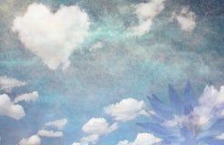 心脏云彩和莲花 免版税库存照片