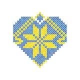 心脏做了装饰品一种十字绣,黄色和蓝色颜色,乌克兰装饰品,传染媒介例证 免版税库存照片
