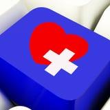 心脏和十字架在蓝色显示的紧急Assistanc的计算机键盘 图库摄影
