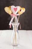 以心脏和心脏的形式从织品,曲奇饼流行 免版税库存图片