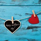 心脏和文本愉快的母亲节 免版税库存照片