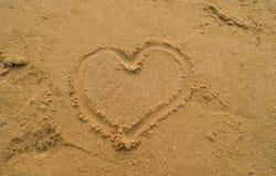 心脏和海滩 免版税库存图片