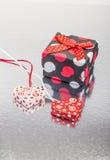 心脏和礼物 免版税库存照片