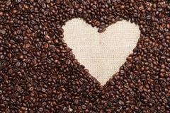 心脏咖啡框架由咖啡豆制成 库存图片