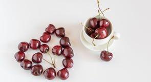 心脏图由红色甜樱桃做成 免版税库存图片