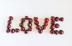 心脏图由红色甜樱桃做成 库存照片