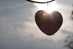 心脏在天空和日出的爱剪影 库存图片