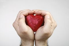 心脏在手上 免版税库存图片