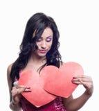 2心脏在模型的手上 库存照片