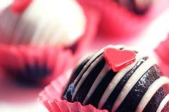 心脏巧克力蛋糕球 图库摄影