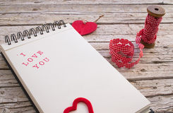 心脏形状丝带和笔记本有我爱你的 库存图片