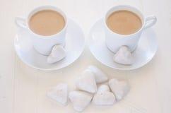 心脏形状曲奇饼和咖啡 图库摄影