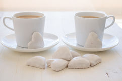 心脏形状曲奇饼和咖啡 免版税库存照片