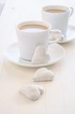 心脏形状曲奇饼和咖啡 库存照片