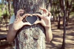 心脏形状爱关心自然概念 免版税库存图片