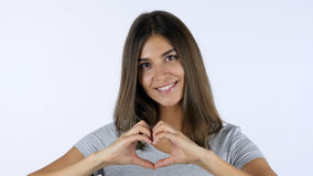 心脏形状用由美丽的女孩,白色背景的人工在演播室 库存图片
