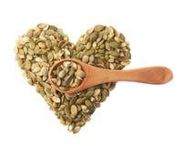 心脏形状由南瓜籽制成 库存图片