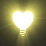 心脏形状电灯泡标志光火光 皇族释放例证
