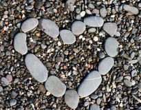 心脏形状石渣石头 概念亲吻妇女的爱人 免版税库存图片