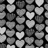 心脏手拉的无缝的传染媒介样式 在黑背景的白色心形 单色设计 织地不很细心脏背景 库存例证