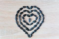 以心脏标志的形式马赛克组成由向日葵se 免版税库存照片