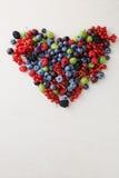 心脏用夏天莓果和果子 库存照片
