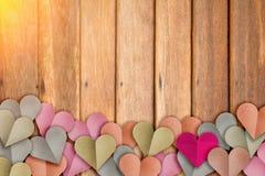 心脏用淡色切开的形状纸 JPG 库存图片
