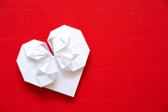 心脏由华伦泰的d纸origami制成 免版税库存图片