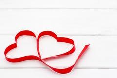 心脏由红色丝带制成 库存照片