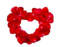 心脏由红色玫瑰花瓣制成 图库摄影