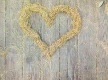 心脏由黄色云杉针做成 图库摄影