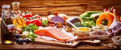 心脏的健康新鲜的未加工的食物在横幅 免版税库存图片
