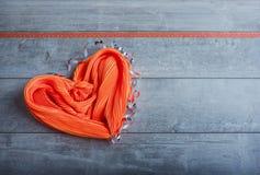 以心脏的形式丝绸围巾 库存图片