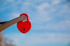 以心脏的形式红色城堡 免版税图库摄影