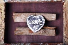 以心脏的形式装饰纪念品 免版税库存照片