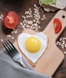 以心脏的形式鸡蛋 库存图片
