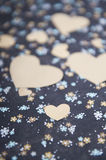 心脏蓝色花卉背景,情书,华伦泰` s坦白 免版税库存照片