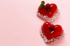 心脏蛋糕用华伦泰的莓点心 库存图片