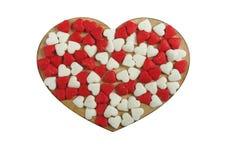 心脏被隔绝的由焦糖制成在白色背景 概念:华伦泰` s天 免版税图库摄影