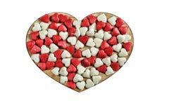 心脏被隔绝的由焦糖制成在白色背景 概念:华伦泰` s天 库存照片