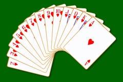 心脏适合在绿色背景的纸牌 免版税库存图片